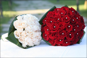 wedding-bouquet-with-red-and-white-roses